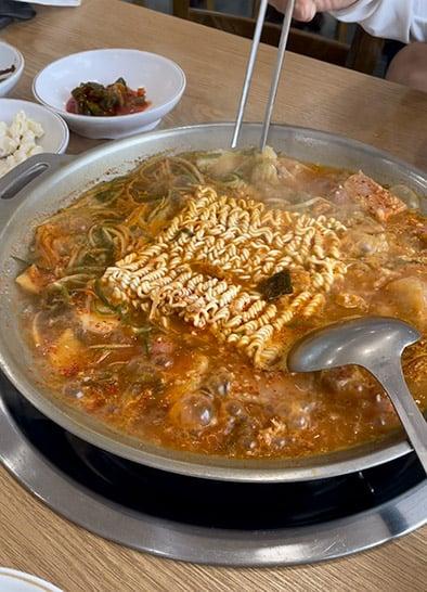 Bongpo Budae Jjigae (봉포막국수부대찌개)